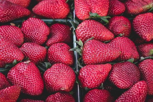 strawberries-1326148_640