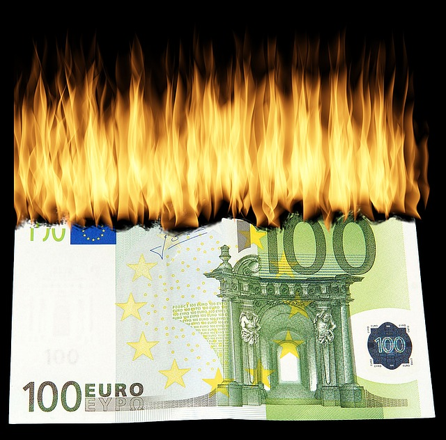 burn-money-1463224_640